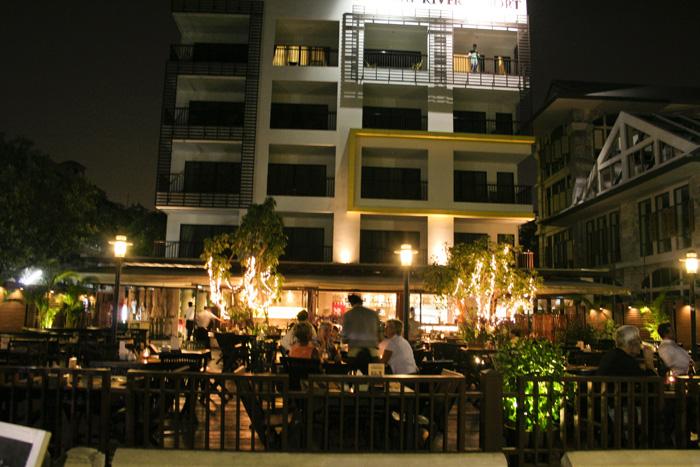 チャオプラヤー川畔のレストラン