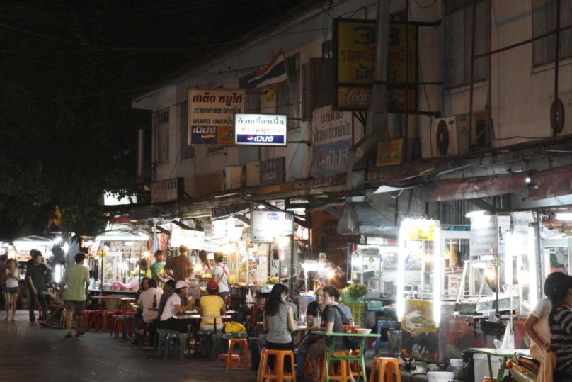 タイの屋台の夜