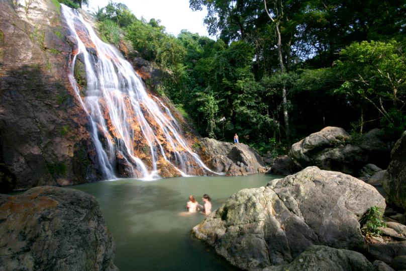 サムイ島の美しい滝