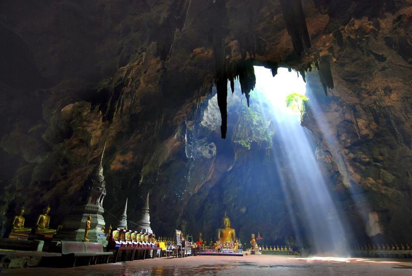 プラヤーナコーン洞窟内のお堂